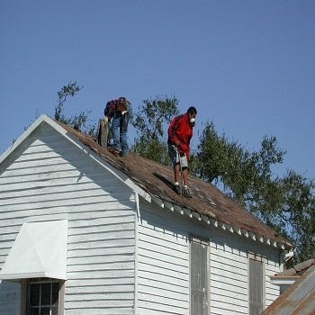 Two_roofers_at_work