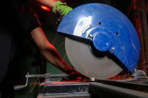 missouri worker using grinding wheel