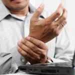 office worker with carpal tunnel syndrome