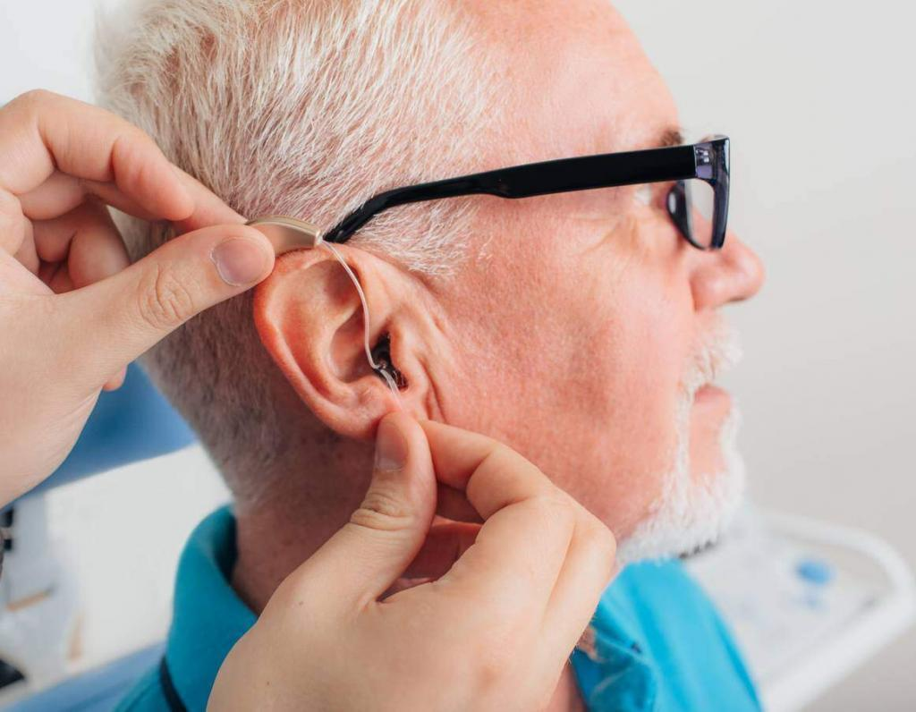 missouri worker with a hearing aid