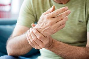 man with wrist tendonitis