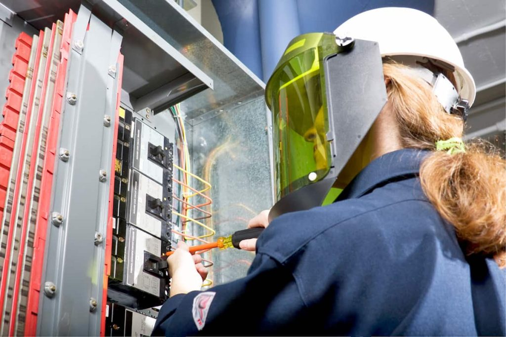 st. louis female electrician